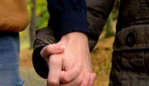 lovescout24 Händchen halten